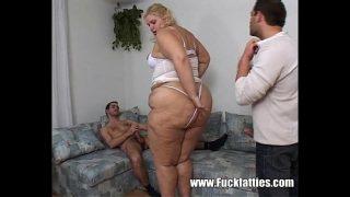امرأة سمينة جدا تستغل من قبل شريكين في نفس الوقت