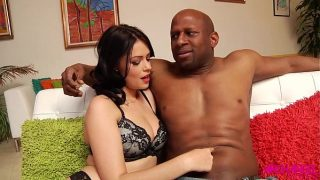 رجل أسود مع كسس متوترة يريد أن يمارس الجنس مع امرأة سمراء شابة رقيقة جدا