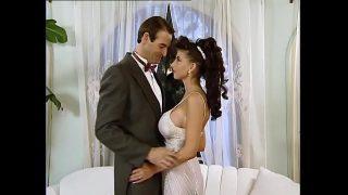 لديها حق الوصول إلى بوسها فقط في يوم الزفاف وتريد تحقيق أقصى استفادة من جسدها